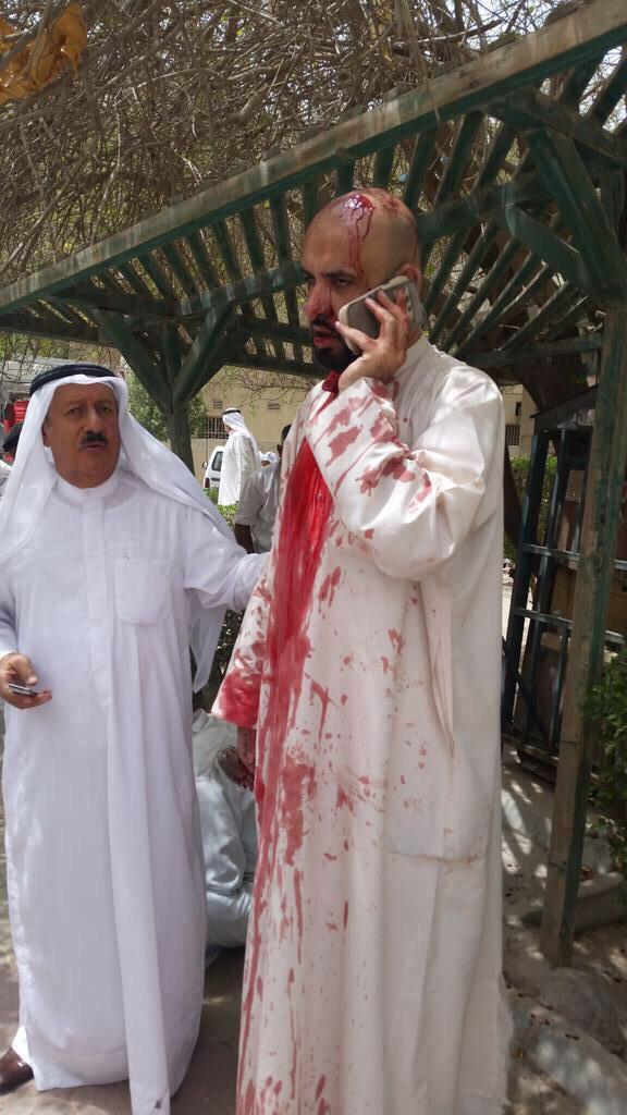 بالفيديو انتحاري يفجر نفسه بمسجد الامام الصادق بالصوابر والداخلية تطوق المنطقة.